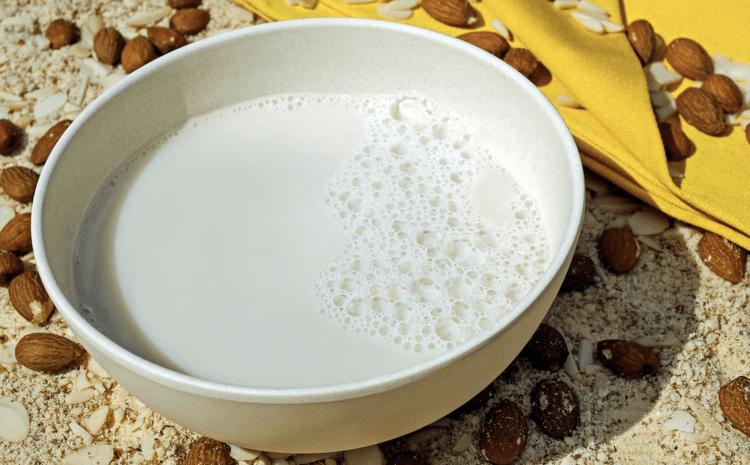 Viete, aké existujú rastlinné alternatívy mlieka a aké sú ich zdravotné benefity?